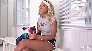 Romy Indy - Pussy Training At The Gym