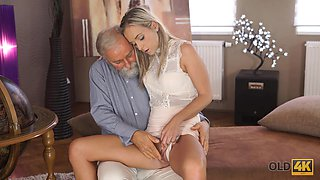 OLD4K. Dazzling beauty with ease seduces her old geography teacher