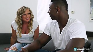 Cuckold wife squirts from fucking a big-cock