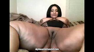 Busty BBW Ebony Spreading Her Legs Wide Open & Shaking Her Ass