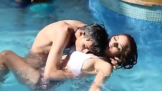 Shruti Bhabhi Couples Public Pool Romance