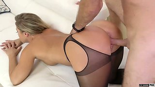 Stunning hottie in crotchless pantyhose Candice Dare gets her pussy fucked