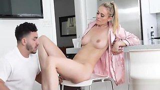 Knocking MOM&#039_s velvet pussy
