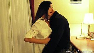 India Summer & Derrick Pierce in Naughty America