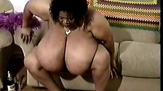 ebony squirting