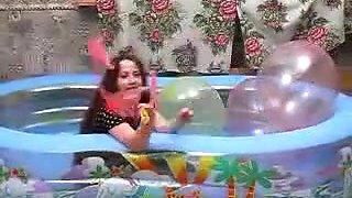 Pool pop ballons
