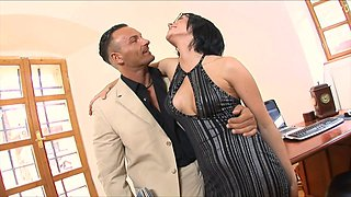 Naughty secretary Renata Black takes a facial cum shot in the office