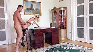 Secretary Dyana Hot seduces her Boss