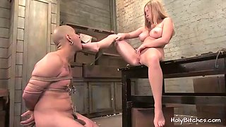 mistress aiden starr rides slave's dick