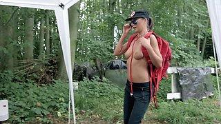Athlete facializes two sluts during marathon in forest
