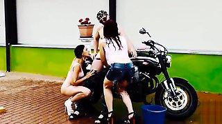 Bike Wash - Tre gnocche per Capitano Eric e la sua Moto con Mary Rider e Luna Dark