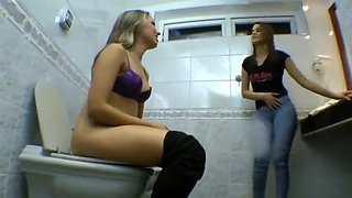 Emanuelle Bartzen Farting on Toilet
