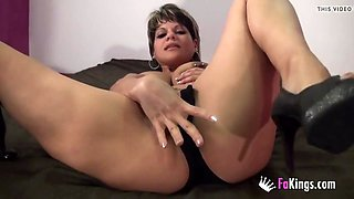 Cindy Foxy double dildo insertion