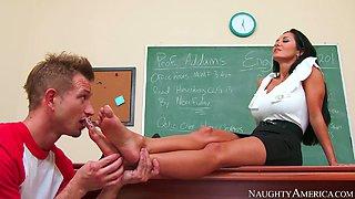 Mean teacher Ava Addams orders bad boy Bill Bailey lick her feet