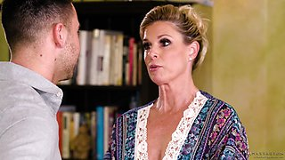 Mature blonde MILF India Summer seduced and pounded in the kitchen