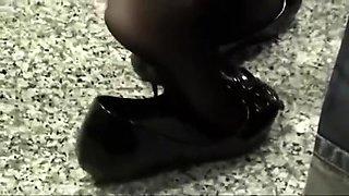 Fetishist voyeur captures a beautiful girl with lovely feet