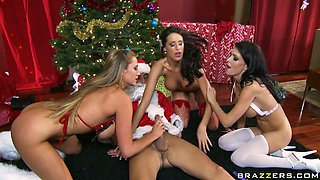 Christmas style orgy with Jessica Jaymes & Alanah Rae & Kortney Kane