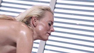 Masseur fucks oiled up mature woman Lana Vegas